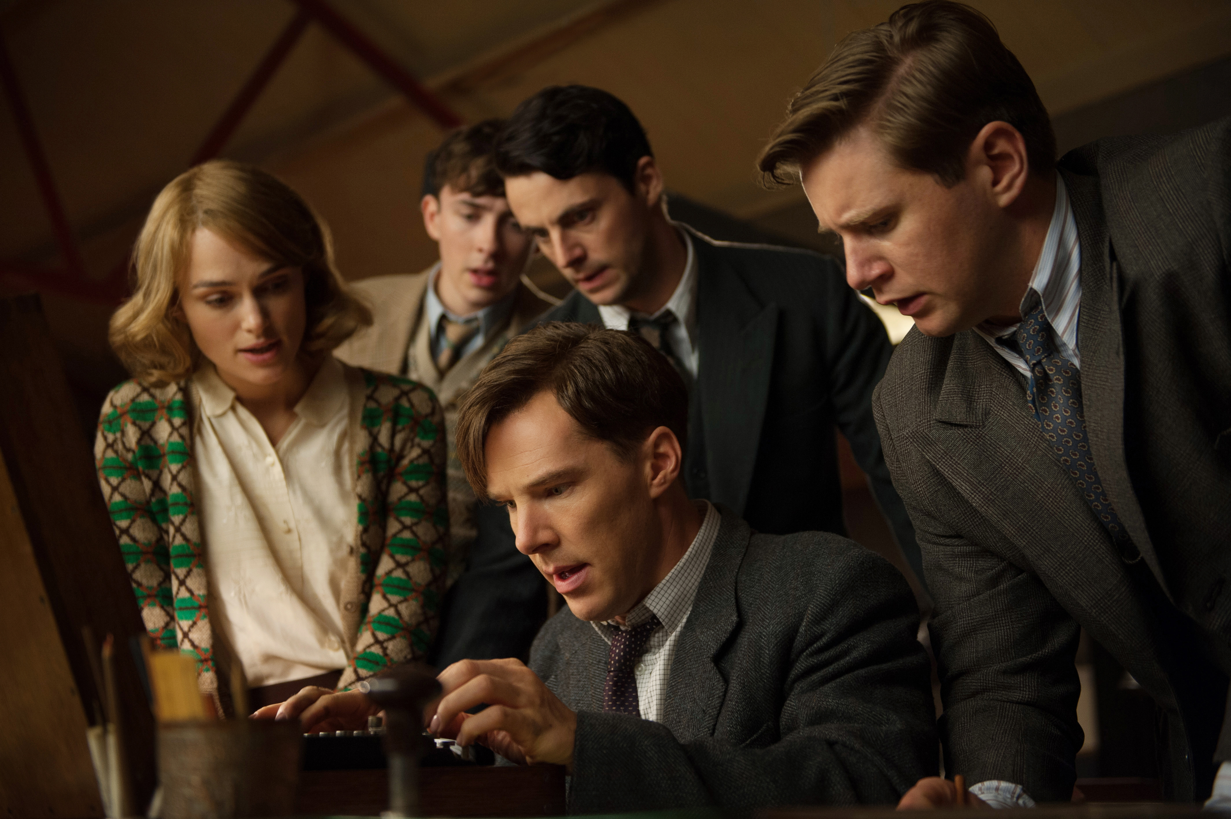 De gauche à droite: Keira Knightley, Matthew Beard, Allen Leech, Matthew Goode, Benedict Cumberbatch (bas)