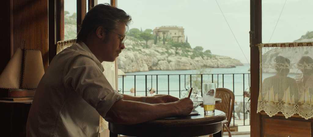 Roland trouve refuge dans ce petit bar pour échapper à la réalité de son couple - Image droits réservés - © Universal Pictures