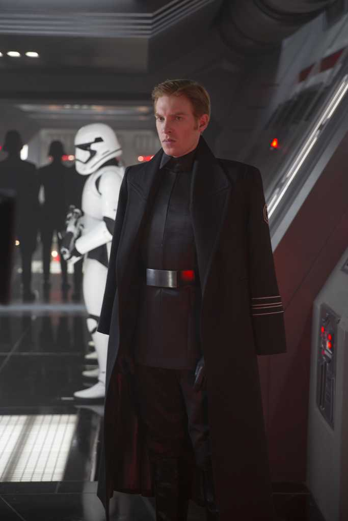 General Hux (Domhnall Gleeson) Droits réservés Lucasfilm Ltd. The Walt Disney Company
