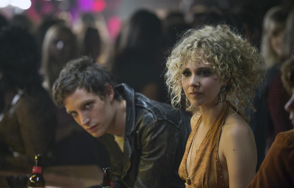 Kip Stevens (James Jagger) et Juno Temple (Jamie Vine) - Image droits réservés - © HBO
