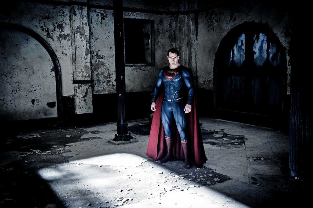 Superman (Henry Cavill) sortira les crocs face à Batman - Image droits réservés - © Warner Bros