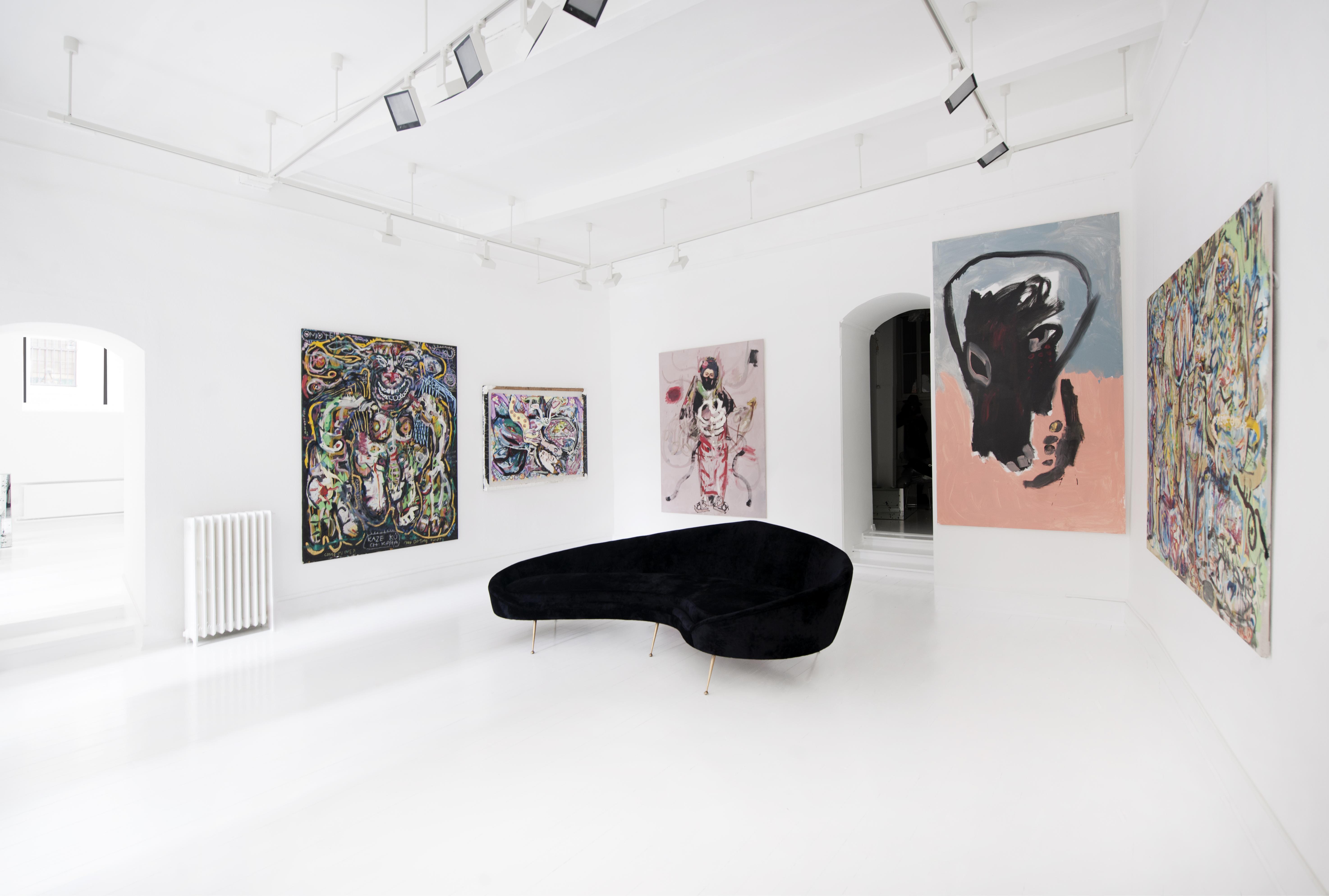 Des artistes et des designers intérieurs exposent leurs oeuvres dans la galerie de Tribu House.