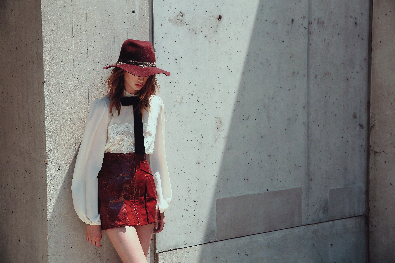 Chapeaux, bonnets, chaussures... Vous pourrez retrouver les sublimes accessoires de chez Eugénia Kim.